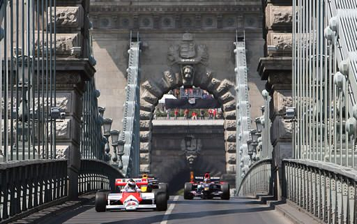 F1 cars on the Chain Bridge