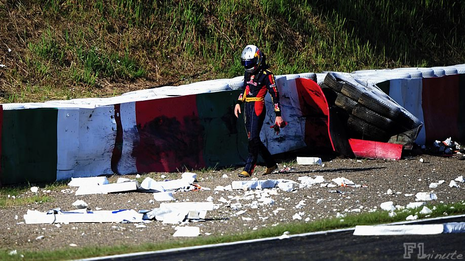 Alguersuari crashes out of the Japanese Grand Prix