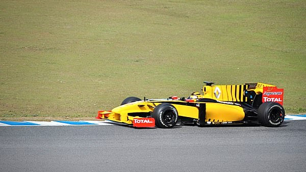 The Renault is amazingly bright to the naked eye, it's hard to explain just how strange it looks based on photos alone.