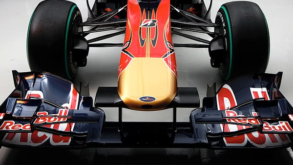 The highly sculpted nose of the STR5.