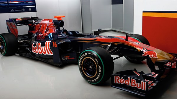 The STR5 livery features stronger branding around the cockpit area, hopefully making it easier to distinguish from the Red Bull.