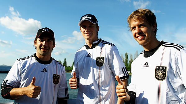 Sidepodcast F1: Timo Glock, Nico Hülkenberg and Sebastian Vettel support the national side, who play Australia today.