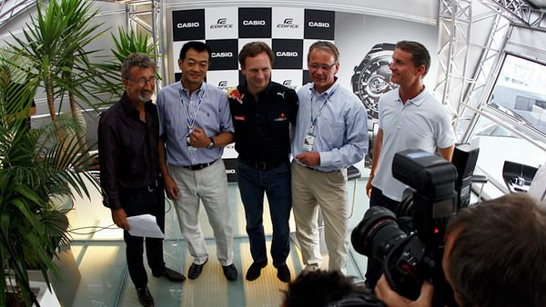 Jordan and Coulthard flank Christian Horner at a Red Bull/Casio sponsorship tie-in event