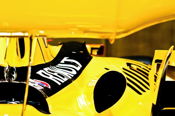 The yellow livery of the Renault provided quite a colourful day.