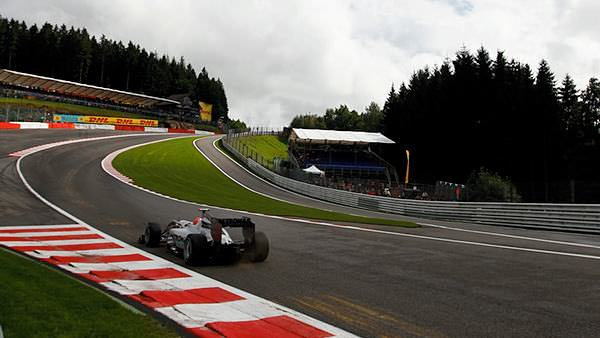 Sidepodcast F1: Michael Schumacher can't afford to blink as he heads into Eau Rouge