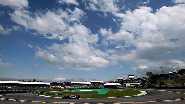 Mark Webber makes the most of a beautiful day in Brazil in 2009