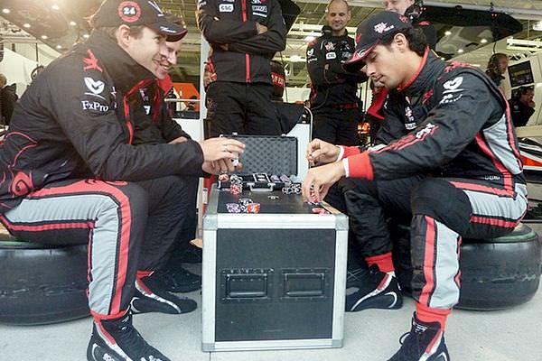Lucas and Timo pass the time in non-qualifying with a spot of poker