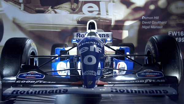 The FW16 lights up the Williams museum