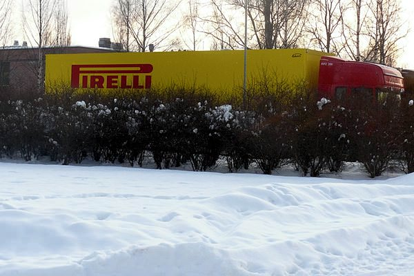 Sidepodcast F1: A Pirelli lorry navigates some snow-covered lanes