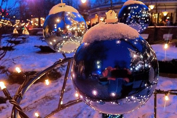 Sidepodcast F1: Baubles covered in Snow on an outdoor Christmas Tree (from a recent trip to Tivoli Gardens)