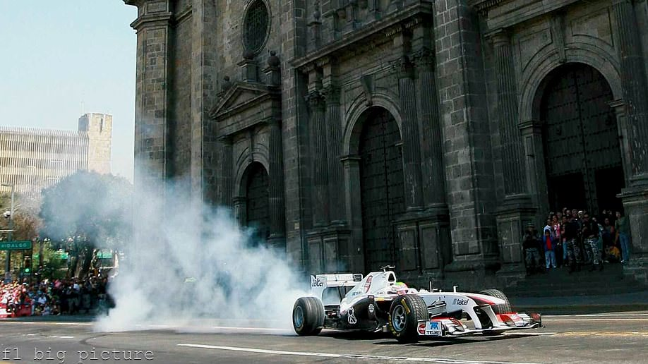Sergio Pérez demos the Sauber C29 in Mexico