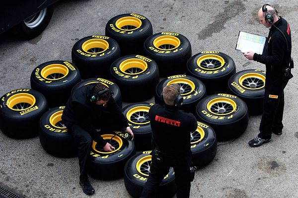Pirelli manage their tyres during the Jerez test