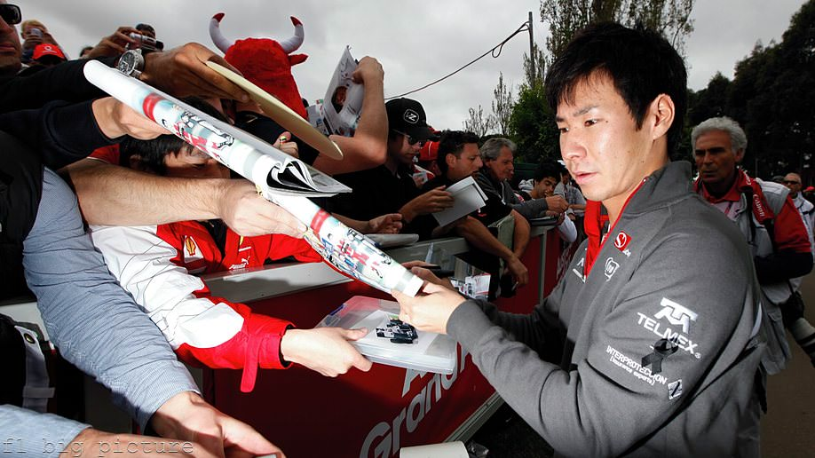 Kamui Kobayashi greets the fans ahead of the Australian GP