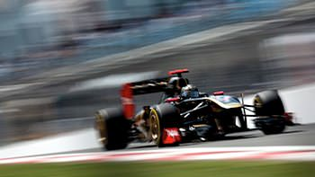 Nick Heidfeld wows the crowds in the Renault