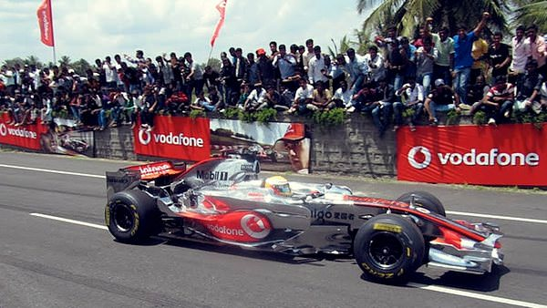 Lewis Hamilton wows the crowds in Indian demonstration
