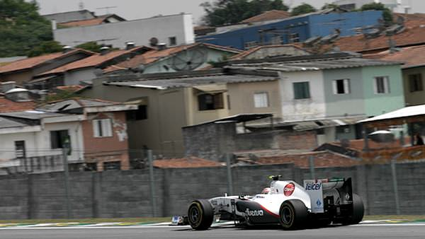 Sergio Pérez completes a lap at Interlagos