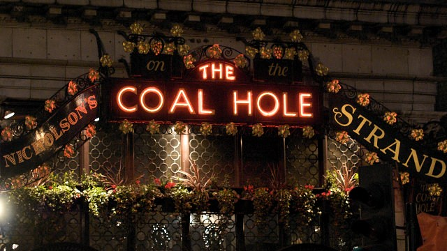 Coal Hole sign on the Strand