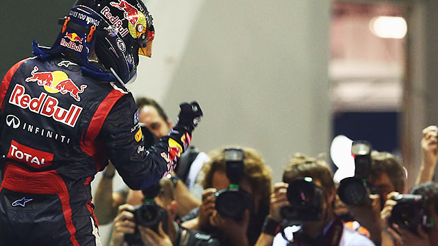 Sebastian Vettel snatches victory from Hamilton in Singapore