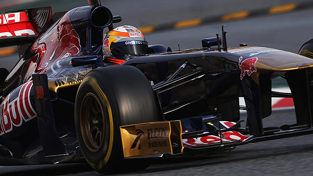 Vergne makes the most of conditions to finish third