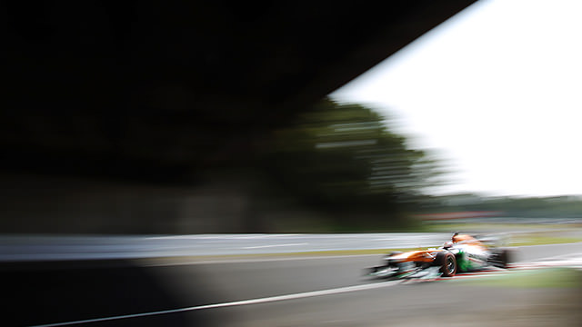 Di Resta keeps it on track