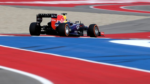 Vettel snatches pole position in US GP qualifying