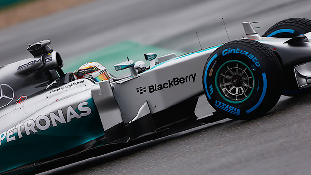 Lewis Hamilton takes pole position in Shanghai