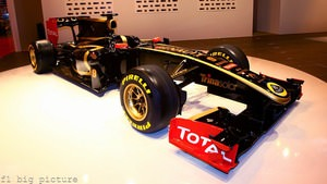 Renault reveal their 2011 livery at Autosport International