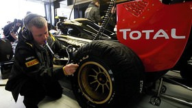 In 2010, qualifying was one of the most important part of the year and it looks as though 2011 is going to be no different. With brand new tyres to try and understand, timing is going to be crucial when the drivers head out on track to make their low-fuel top-flight run.
