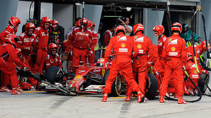 Kimi makes a mid-race pitstop