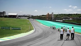 The last race weekend of 2011 gets underway with three free practice sessions around the beautiful and brilliant Interlagos circuit. After a few less than stellar weekend, we've got our hopes pinned on Brazil to deliver something special. HRT have signed Pedro de la Rosa for next year, and on Friday, we're going to see another face in the car today as Jan Charouz takes Liuzzi's seat for 90 minutes.