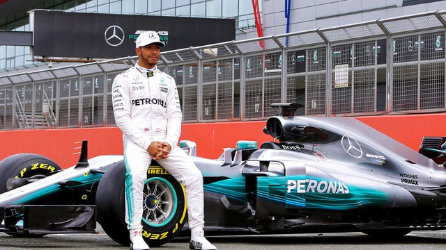Hamilton appeals for F1 social media use during Mercedes car launch