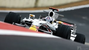 David Coulthard runs special livery for final Grand Prix