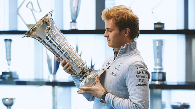 Rosberg announces F1 retirement days after winning title