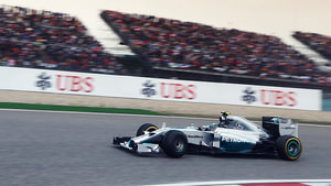 Rosberg manages to keep himself at the top of the table
