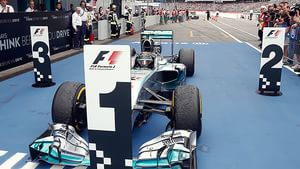Rosberg parks in first position