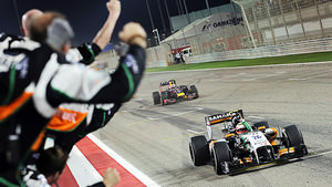 Force India celebrate third in Bahrain