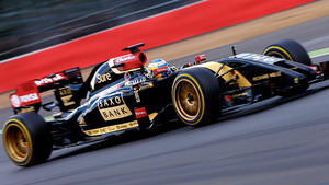 Pirelli and Lotus try experimental 18 inch tyres at Silverstone