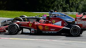 Kimi goes side-by-side with Jenson in Spa