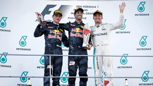 Ricciardo wins as Hamilton retires in Malaysia with engine fire