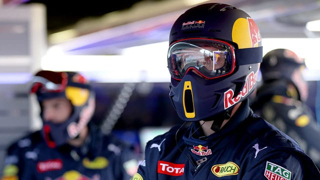 Red Bull spend the morning on pit stop practice