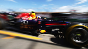Ricciardo leaves the pits