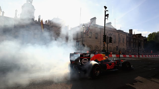F1 rocks up in London for last minute pre-Silverstone roadshow