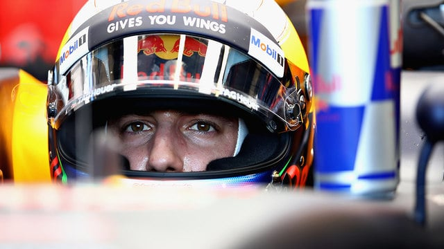 Daniel Ricciardo crashes out of home qualifying in Australia