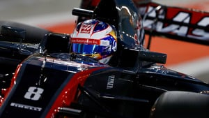 Grosjean loses front wing during final Bahrain practice