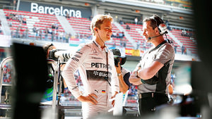 Rosberg finds time to talk during practice