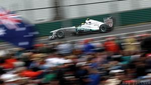 Nico Rosberg wows the crowd before retiring from Australia Grand Prix