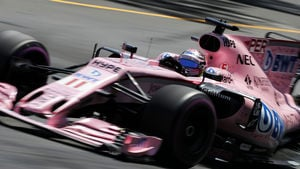 Pérez scoops fastest lap after late pit stop for tyres