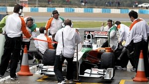 Force India practice pit stops in Jerez