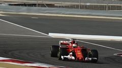 Sidepodcast: Ferrari post fastest free practice times in Bahrain, but both drivers also break down