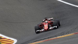 Vettel fights for the win but has to settle for the fastest lap
